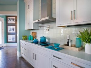Kitchen with shades of blue